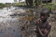 Marées noires dans le delta du Niger
